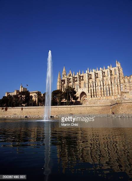 Spain, Majorca, Palma, Almudaina Palace and fountain