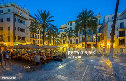 Spain, Mallorca, Palma de Mallorca, restaurants at Paseo Sagrera by night