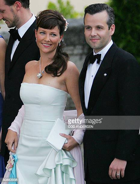 Norwegian Princess MarthaLouise and her husband Ari Behn pose for photographers as they arrive to attend an official diner at the Pardo Palace in...