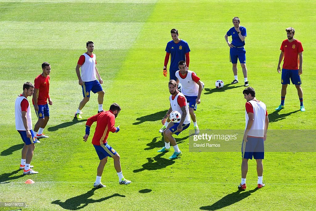 Spain players in action during a training session ahead of their UEFA Euro 2016 round of 16 match against Italy at Complexe Sportif Marcel Gaillard on June 26, 2016 in La Rochelle, France.