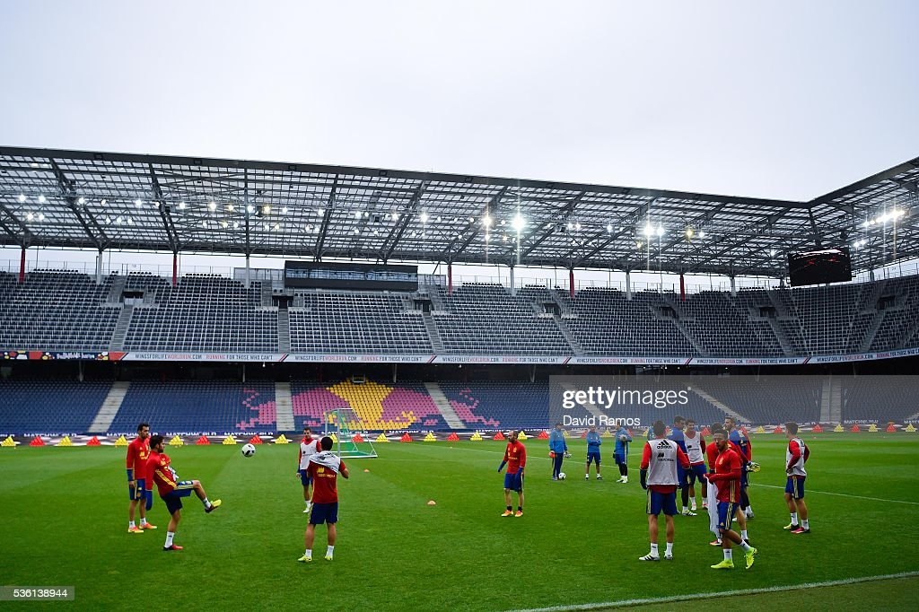 Spain players in action during a training session at the Red Bull Arena stadium on May 31, 2016 in Salzburg, Austria.