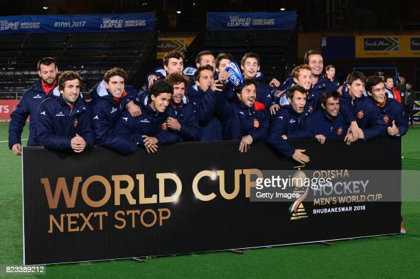 Spain pose during day 9 of the FIH Hockey World League Men's Semi Finals at Wits University on July 23 2017 in Johannesburg South Africa