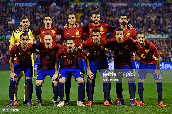 Spain poses for a team photo ahead of an International Friendly between Spain and England at the Estadio José Rico Pérez on November 13 2015 in...