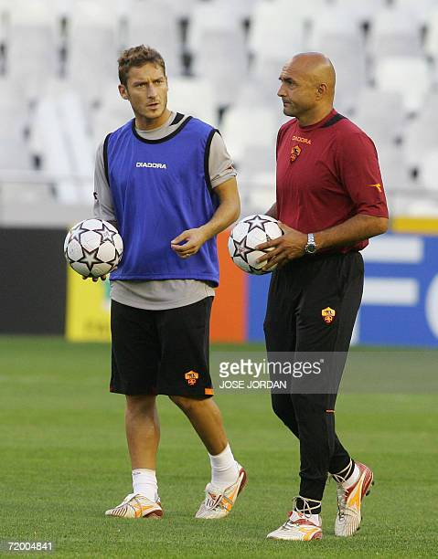 Roma's coach Luchiano Spalleti speaks with Francesco Totti during a training session on the eve of a Champions league football match against Valencia...