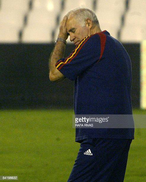 Spanish National football team coach Luis Aragones attends a training session 02 September 2005 on the eve of their friendly match against Canada at...