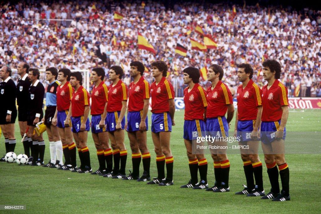 Hilo de la selección de España (selección española) Spain-team-luis-arconada-jose-antonio-camacho-juanito-santillana-picture-id663442272