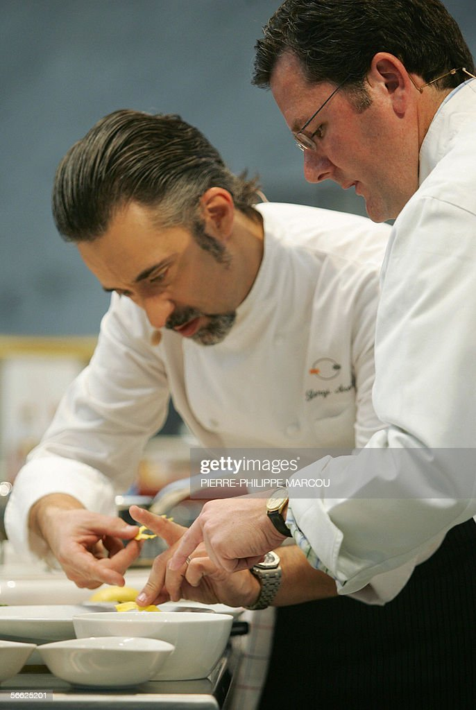 US chef Charlie Trotter and Spanish Chef Sergi Arola give a demonstration at the 4th International Gastronomy Summit 'Madrid Fusion' in Madrid 19...