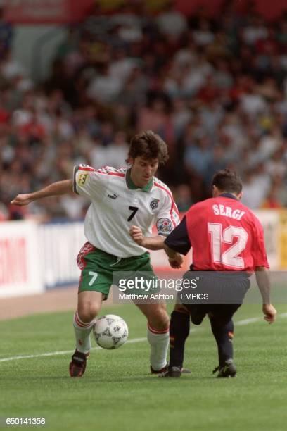 Spain v Bulgaria Emil Kostadinov Bulgaria gets the ball past Sergi Barjuan Spain