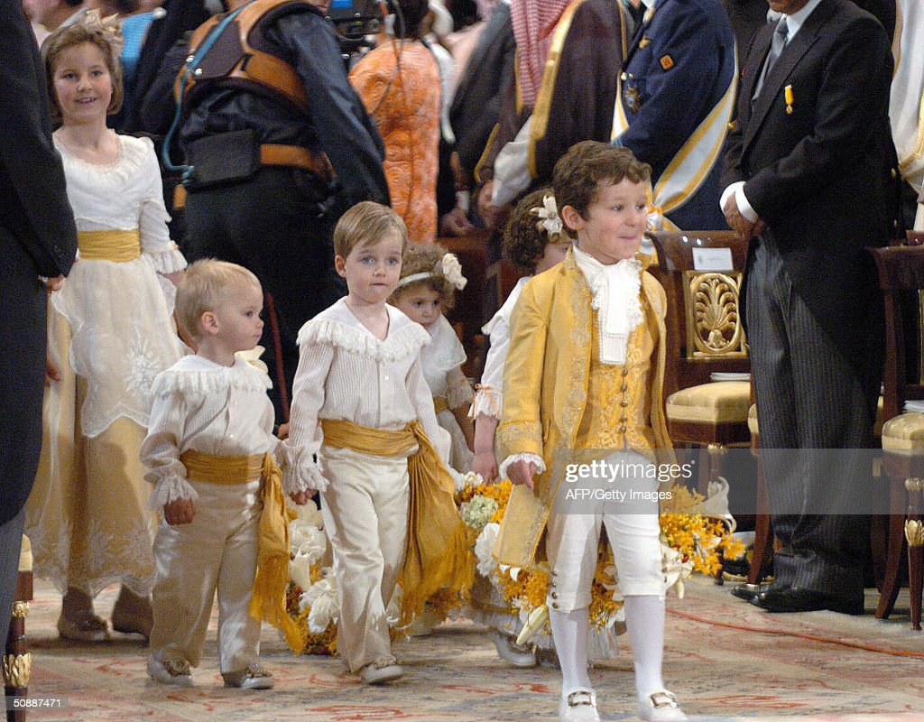 Victoria Lopez Quesada, Miguel Urdangarin, Pablo Nicolas, Carla Vigo, Victoria Federica y Felipe Juan Froilan arrive to the wedding ceremony of Spanish crown prince Felipe and Letizia Ortiz in Madrid 22 May 2004. AFP PHOTO POOL Hernandez de Leon