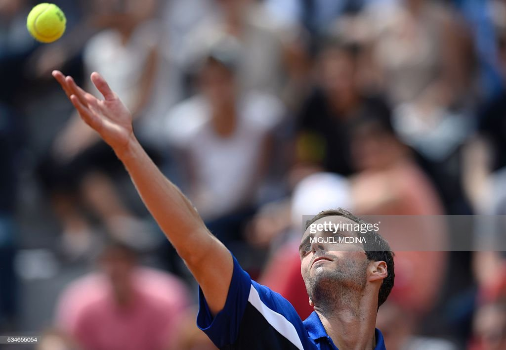 Spain's Albert Ramos serves the ball to the US's Jack Sock during their men's third round match at the Roland Garros 2016 French Tennis Open in Paris on May 27, 2016. / AFP / MIGUEL