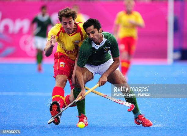 Spain's Alex Fabregas and Pakistan's Fareed Ahmed battle for the ball