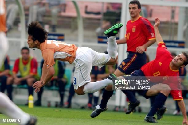 Spain's Baraja tackles Paraguay's Carlos Paredes