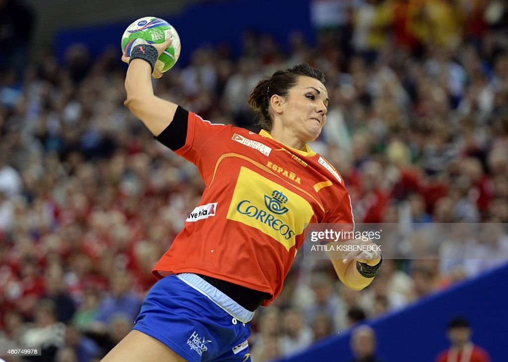 Spain's Beatriz Fernández plays the ball during the final match of the Women's European Handball Championship on December 21, 2014 in Budapest. AFP PHOTO / ATTILA KISBENEDEK