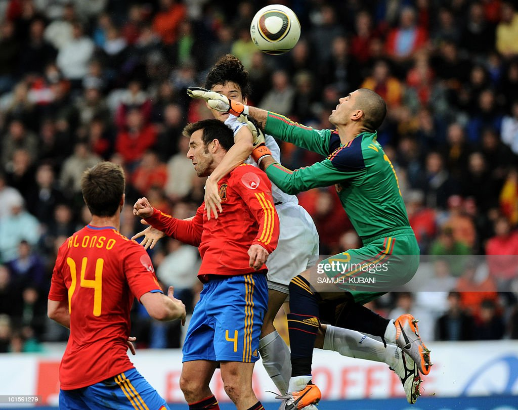 Spain s Carlos Marchena C with Victor V
