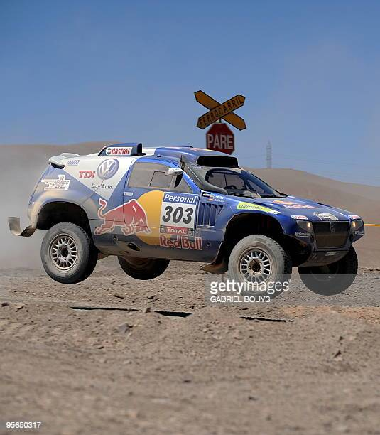 Spain's Carlos Sainz steers his Volkswagen during the 7th stage of the Dakar 2010 between Iquique and Antofagasta Chile on January 8 2010 Qatar's...