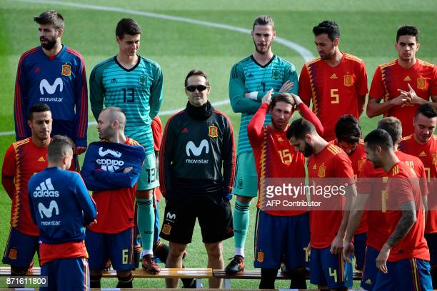 Spain's coach Julen Lopetegui gathers with Spain's defender Gerard Pique Spain's midfielder Andres Iniesta de Spain's goalkeeper David de Gea Spain's...