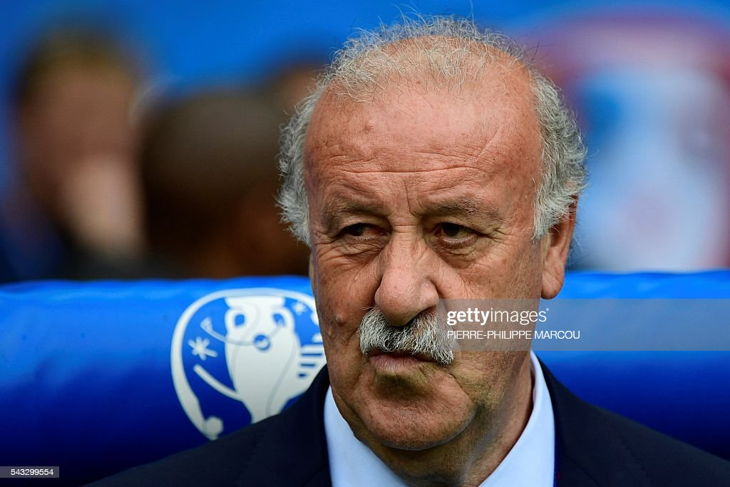 Spain's coach Vicente Del Bosque attends the Euro 2016 round of 16 football match between Italy and Spain at the Stade de France stadium in Saint-Denis, near Paris, on June 27, 2016. / AFP / PIERRE