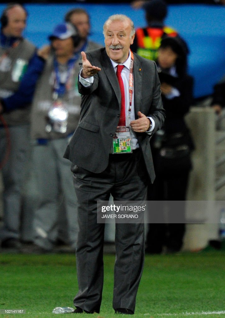 Spain's coach Vicente Del Bosque reacts during the 2010 World Cup group H first round football match between Spain and Switzerland on June 16, 2010 at Moses Mabhida stadium in Durban. Switzerland won 1-0. NO PUSH TO MOBILE / MOBILE USE SOLELY WITHIN EDITORIAL ARTICLE - AFP PHOTO / JAVIER SORIANO