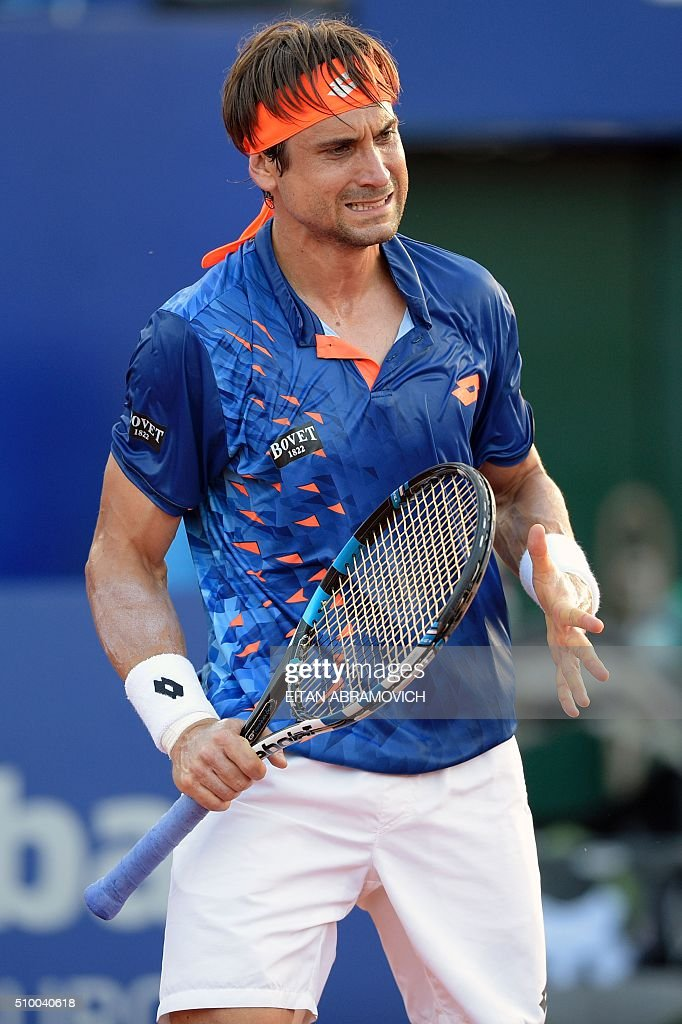 Spain's David Ferrer reacts after losing a point to Spain's Nicolas Almagro during their semi-final tennis match at the ATP Argentina Open in Buenos Aires, Argentina, on February 13, 2016. AFP PHOTO/EITAN ABRAMOVICH / AFP / EITAN ABRAMOVICH
