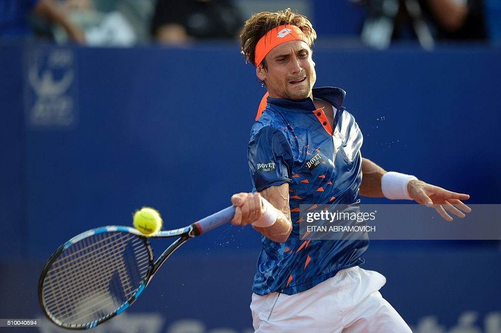 Spain's David Ferrer returns the ball to Spain's Nicolas Almagro during their semi-final tennis match at the ATP Argentina Open in Buenos Aires, Argentina, on February 13, 2016. AFP PHOTO/EITAN ABRAMOVICH / AFP / EITAN ABRAMOVICH