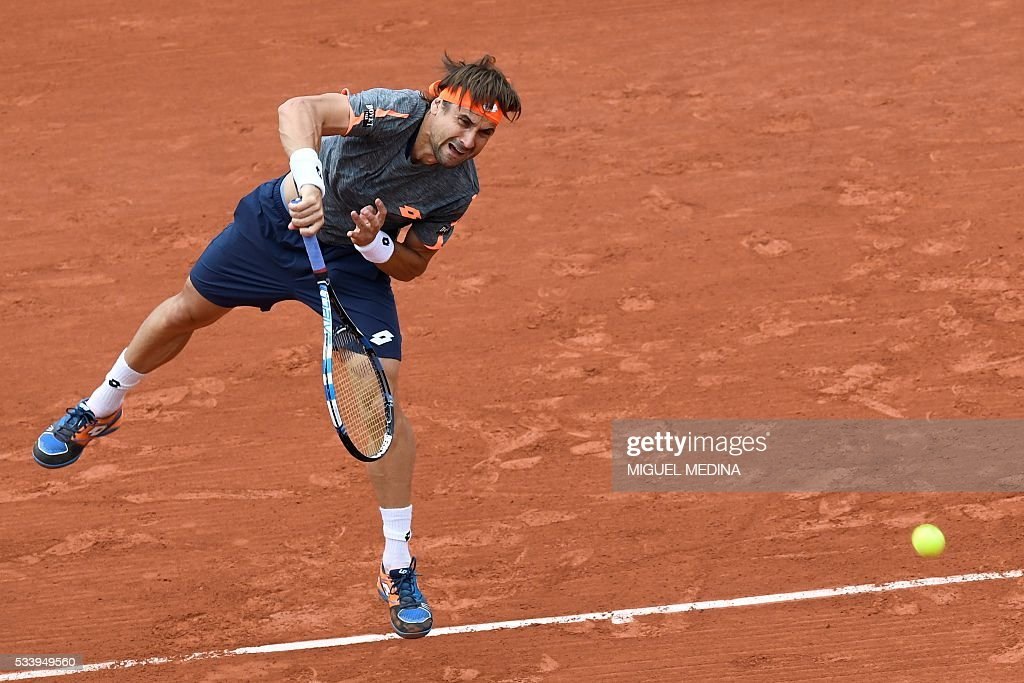 Spain's David Ferrer serves the ball to Russia's Evgeny Donskoy during their men's first round match at the Roland Garros 2016 French Tennis Open in Paris on May 24, 2016. / AFP / MIGUEL
