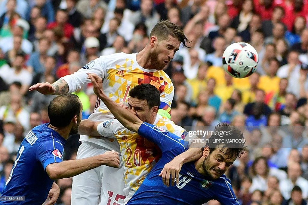Spain's defender Sergio Ramos (2L) heads the ball next to (LtoR) Italy's defender Giorgio Chiellini, Spain's forward Aritz Aduriz and Italy's midfielder Marco Parolo during the Euro 2016 round of 16 football match between Italy and Spain at the Stade de France stadium in Saint-Denis, near Paris, on June 27, 2016. / AFP / PIERRE