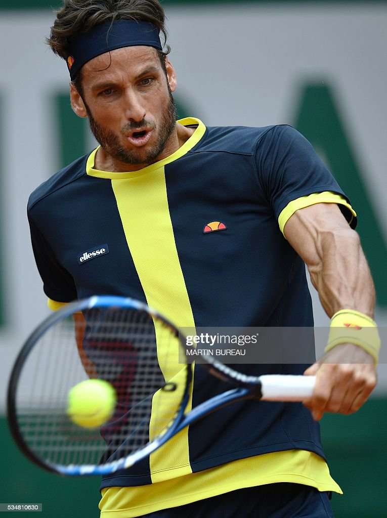 Spain's Feliciano Lopez returns the ball to Spain's David Ferrer during their men's third round match at the Roland Garros 2016 French Tennis Open in Paris on May 28, 2016. / AFP / MARTIN