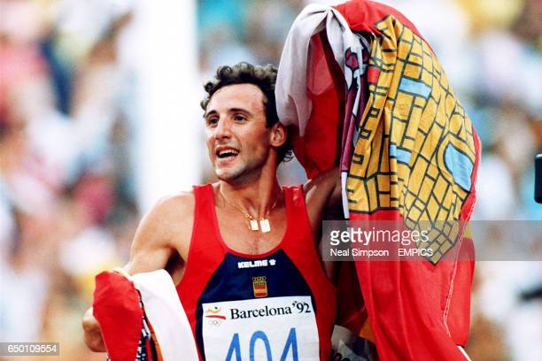 Spain's Fermin Cacho Ruiz celebrates winning gold in the 1500m