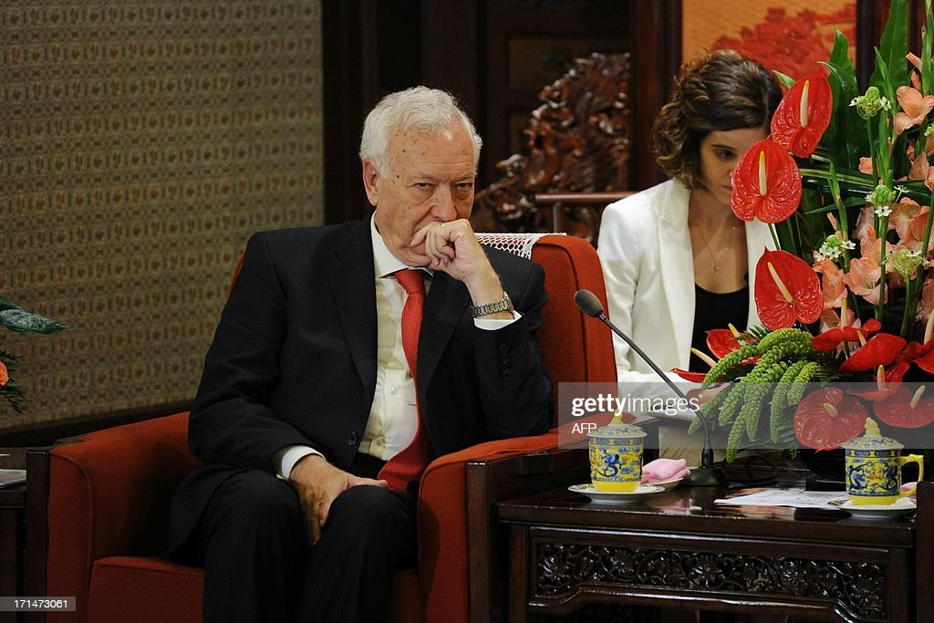Spain's Foreign Minister Jose Manuel Garcia-Margallo (L) meets with Chinese Vice President Li Yuanchao (not pictured) at Zhongnanhai government compound in Beijing on June 25, 2013. Garcia-Magallo is on a visit to China from June 25 to 26. AFP PHOTO / POOL / WANG ZHAO