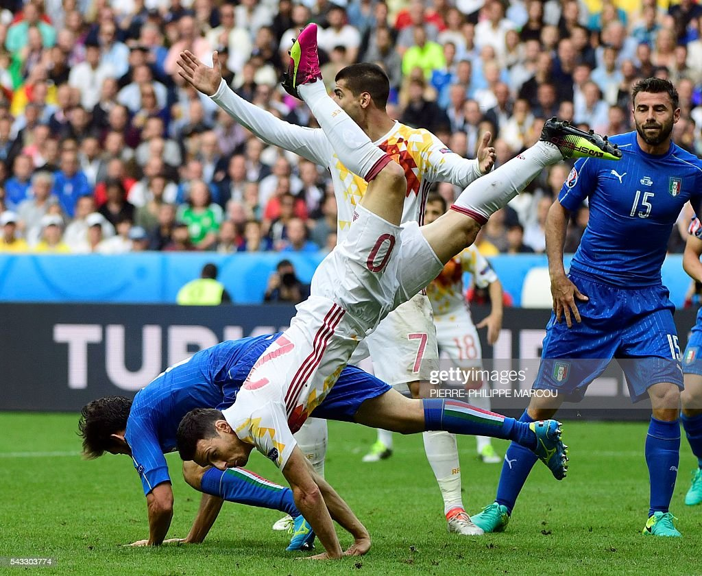 Spain's forward Aritz Aduriz falls during the Euro 2016 round of 16 football match between Italy and Spain at the Stade de France stadium in Saint-Denis, near Paris, on June 27, 2016. / AFP / PIERRE