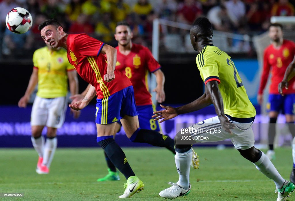 Spain's forward Iago Aspas (L) vies with Colombia's forward Davinson Sanchez during the friendly international football match Spain vs Colombia at the Condomina stadium in Murcia on June 7, 2017. /