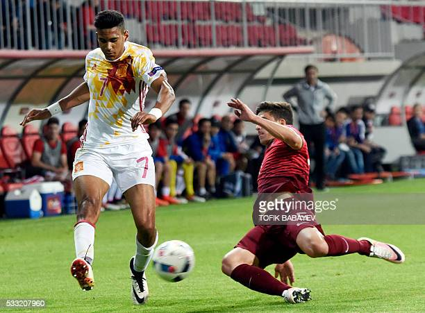 Spain's forward Jordi Mboula vie for a ball with Portugal's defender Ruben Vinagre during the 2016 UEFA European Under17 Championship final football...