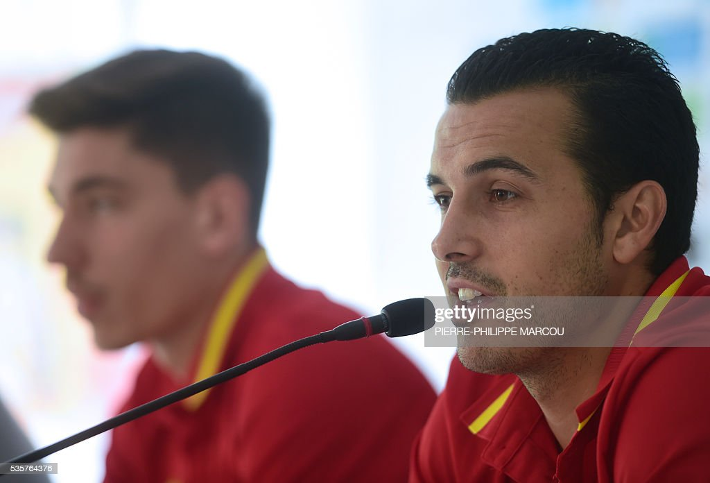 Spain's forward Pedro speaks during a press conference after a training session in Schruns on May 30, 2016 ahead of the upcoming Euro 2016 European football championships. / AFP / PIERRE
