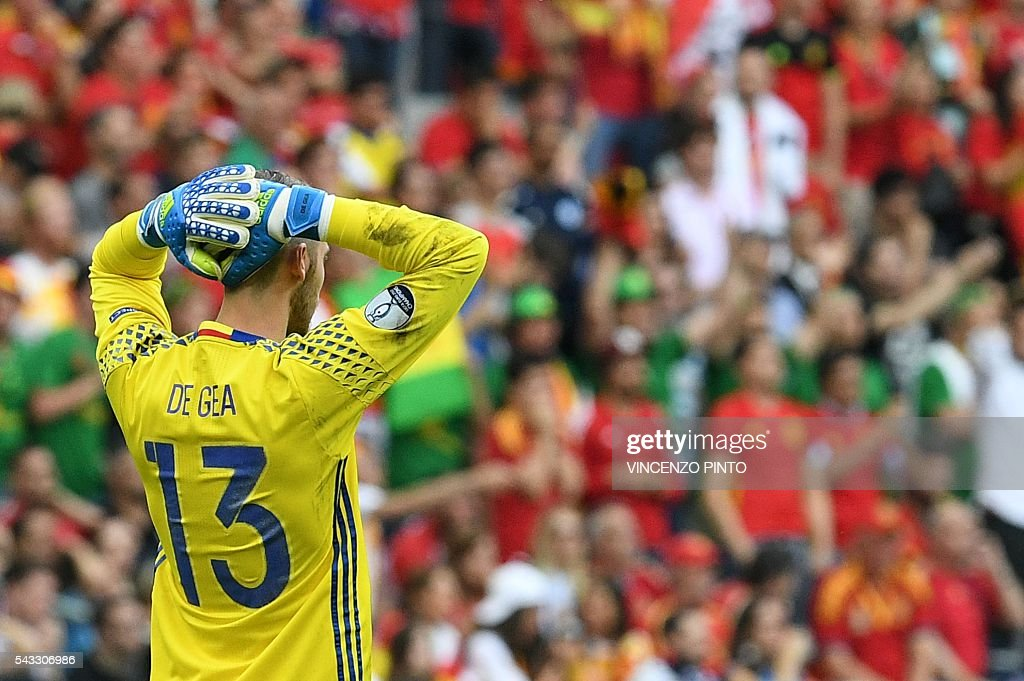 Spain's goalkeeper David De Gea reacts after the Euro 2016 round of 16 football match between Italy and Spain at the Stade de France stadium in Saint-Denis, near Paris, on June 27, 2016. / AFP / VINCENZO