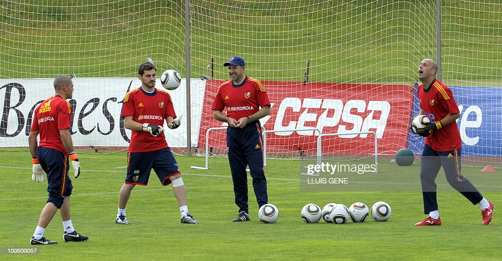 Spain´s goalkeepers Victor Valdes (L), Iker Casillas (C) and Pepe Reina (R) take part in a training session of the Spanish football team on May 25, 2010, at the Sports City of Las Rozas, near Madrid. Spain, among the favourites for the World Cup, which runs from June 11-July 11, face Switzerland, Honduras and Chile in Group H of the opening round.