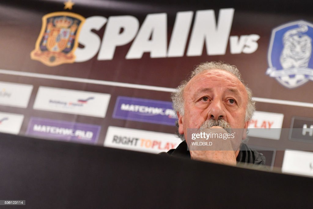 Spain's head coach Vicente del Bosque attends a press conference at Red Bull stadium in Salzburg, Austria on May 31, 2016. / AFP / WILDBILD