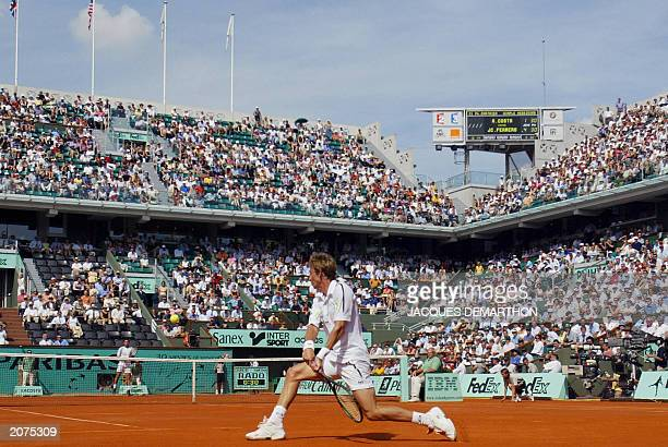 Spain's Juan Carlos Ferrero returns to his compatriot Spain's Albert Costa 06 June 2003 in Paris during their Roland Garros French Tennis Open...