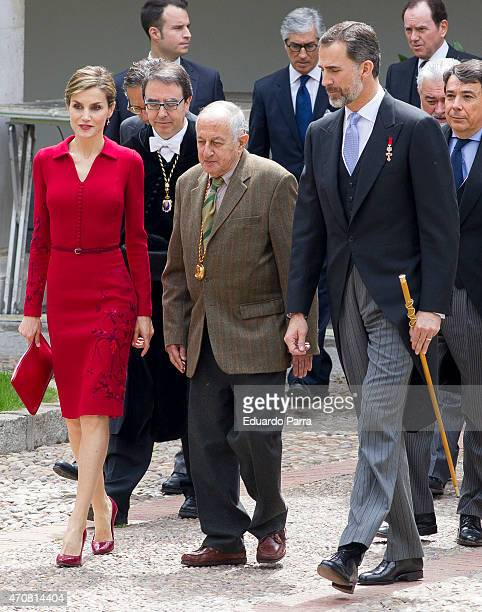 Spain's King Felipe VI of Spain Queen Letizia of Spain and spanish writer Juan Goytisolo winner of the Cervantes prize pose for photographers at the...