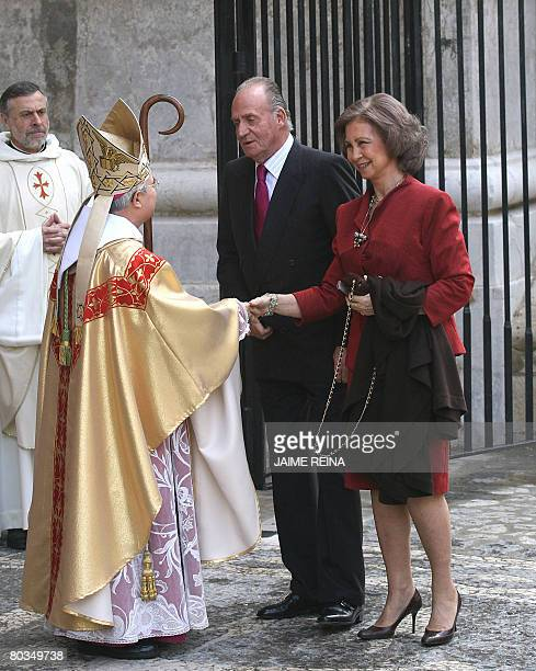 Spain's King Juan Carlos and Queen Sofia are welcomed by Mallorca's bishop Jesus Murgui before the traditional Mass of the Resurrection in Palma de...
