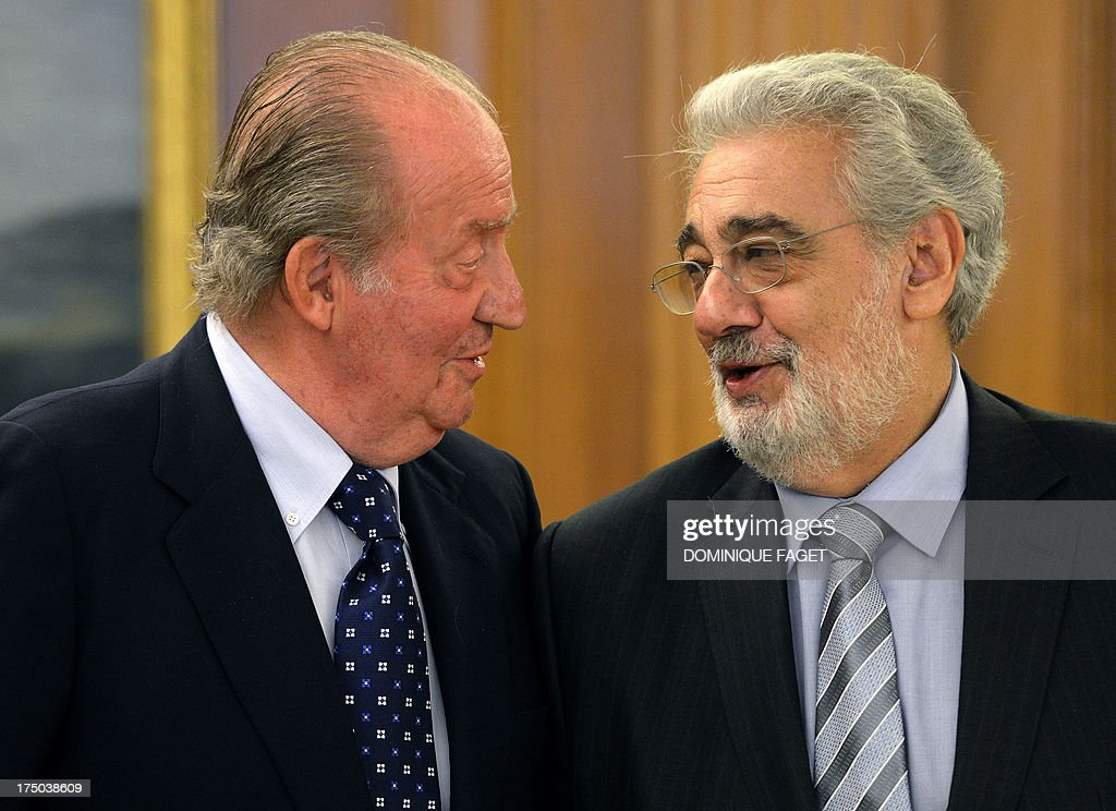 Spain's King Juan Carlos (L) chats with Spanish tenor Placido Domingo as they pose during a meeting at the Zarzuela Palace in Madrid on July 29, 2013. Domingo is feeling well after a treatment for a blockage in his lung two weeks ago. The 72-year-old, popularly known for his 'Three Tenors' performances with Jose Carreras and the late Luciano Pavarotti, was admitted to hospital in the Spanish capital on July 8, 2013 and treated for a pulmonary embolism.