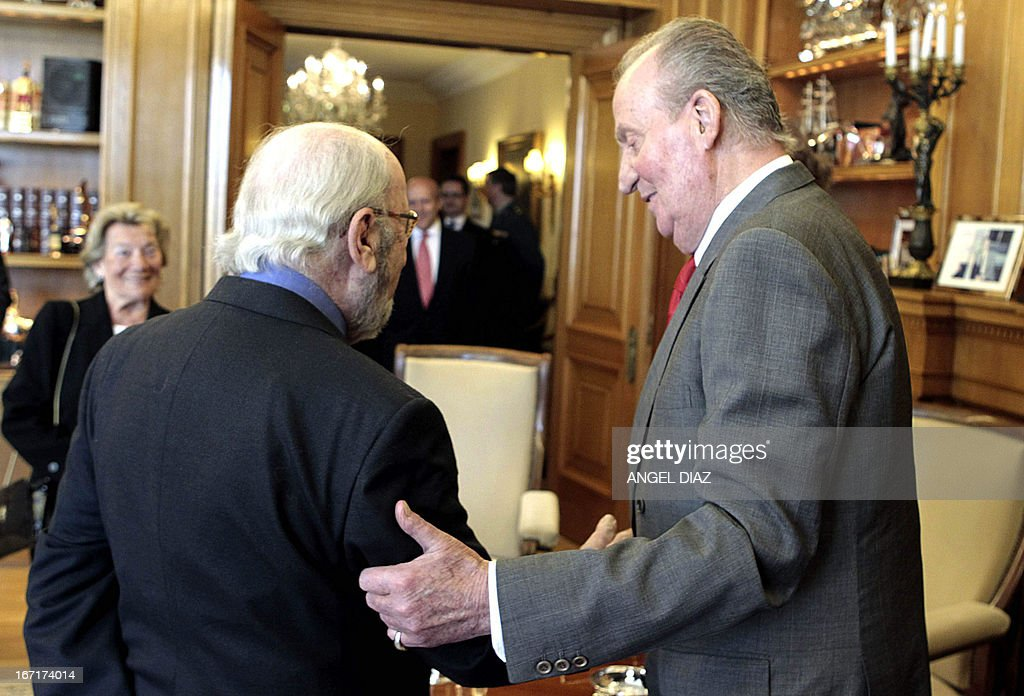 Spain's King Juan Carlos (R) meets with the winner of the 2013 Literature Premio Cervantes award Jose Manuel Caballero Bonald (L) in Madrid on April 22, 2013. King Juan Carlos resumed his official activities today for the first time since he underwent a surgery on March 3 to fix slipped discs and a lumbar spinal stenosis, a condition in which the spinal canal narrows, causing back pain. AFP PHOTO / POOL / ANGEL DIAZ
