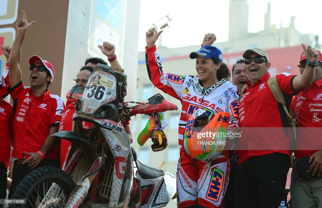Spain's Leila Sanz (2nd R), first female biker in the final placings, celebrates on the podium of the 2013 Dakar Rally, in Santiago, Chile on January 20, 2013..