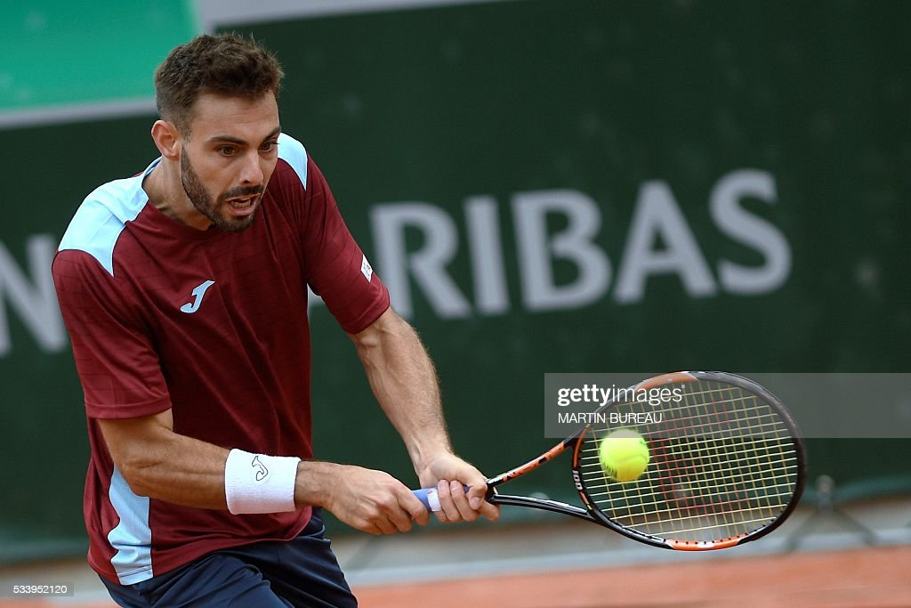 Spain's Marcel Granollers returns the ball to Italy's Fabio Fognini during their men's first round match at the Roland Garros 2016 French Tennis Open in Paris on May 24, 2016. / AFP / MARTIN