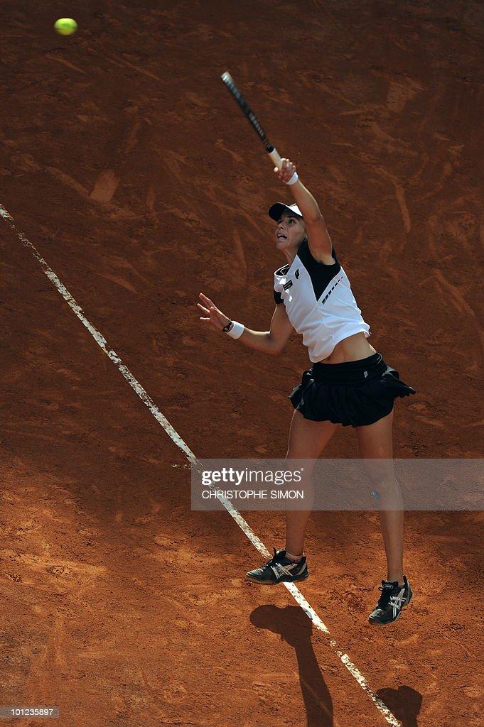 Spain's Maria Jose Martinez Sanchez returns a ball to Serbia's Jelena Jankovic during the final of the WTA Rome Open on May 8, 2010. Martinez Sanchez won 7-6, 7-5.