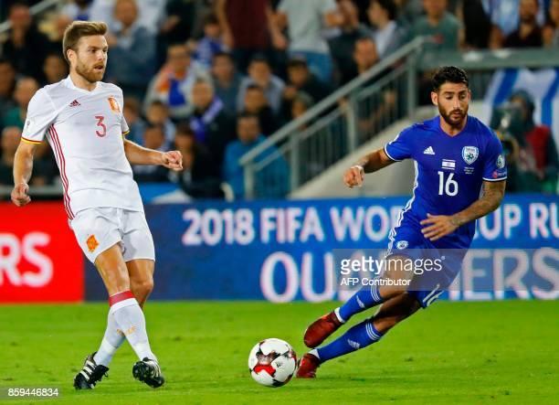 Spain's midfielder Asier Illarramendi vies for the ball with Israel's forward Eliran Atar during the Russia 2018 FIFA World Cup European Group G...