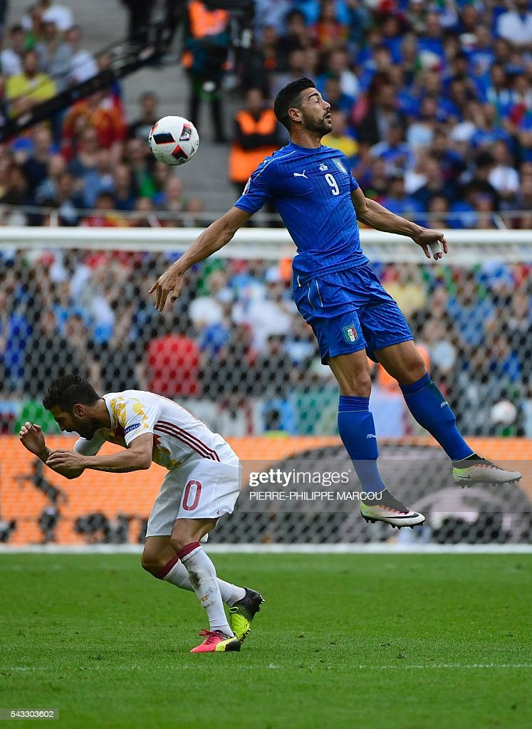 Spain's midfielder Cesc Fabregas and Italy's forward Pelle vie for the ball during the during the Euro 2016 round of 16 football match between Italy and Spain at the Stade de France stadium in Saint-Denis, near Paris, on June 27, 2016. / AFP / PIERRE