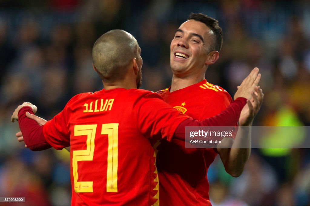 Spain's midfielder David Silva (L) celebrates with Spain's forward Iago Aspas after scoring a goal during the international friendly football match Spain against Costa Rica at La Rosaleda stadium in Malaga on November 11, 2017. /