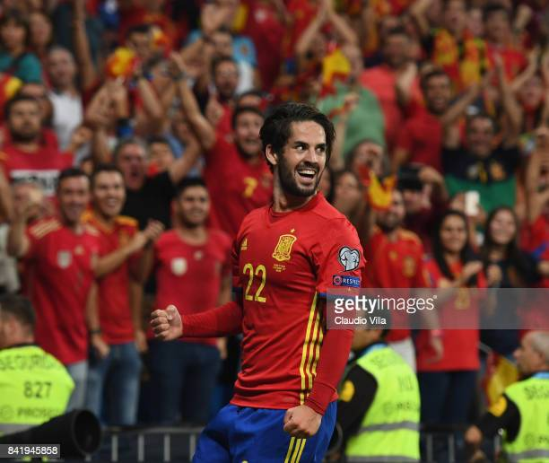 Spain's midfielder Isco celebrates after scoring the second goal during the FIFA 2018 World Cup Qualifier between Spain and Italy at Estadio Santiago...