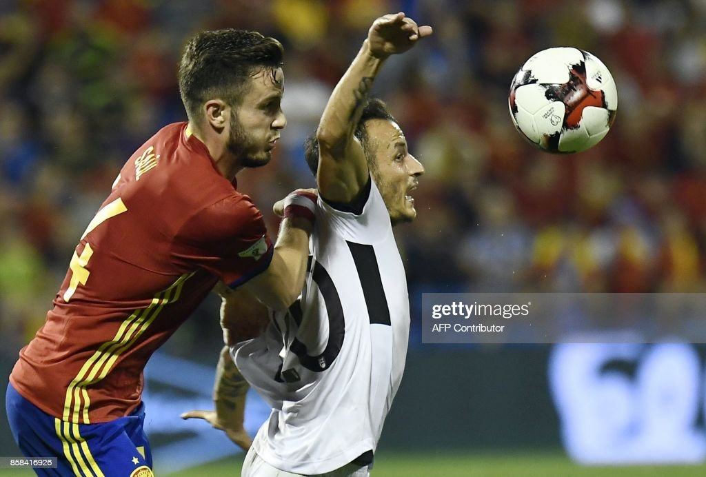 Spain's midfielder Saul Niguez (L) vies with Albania's midfielder Ergys Kace during the World Cup 2018 qualifier football match Spain vs Albania at the Jose Rico Perez stadium in Alicante on October 6, 2017. /