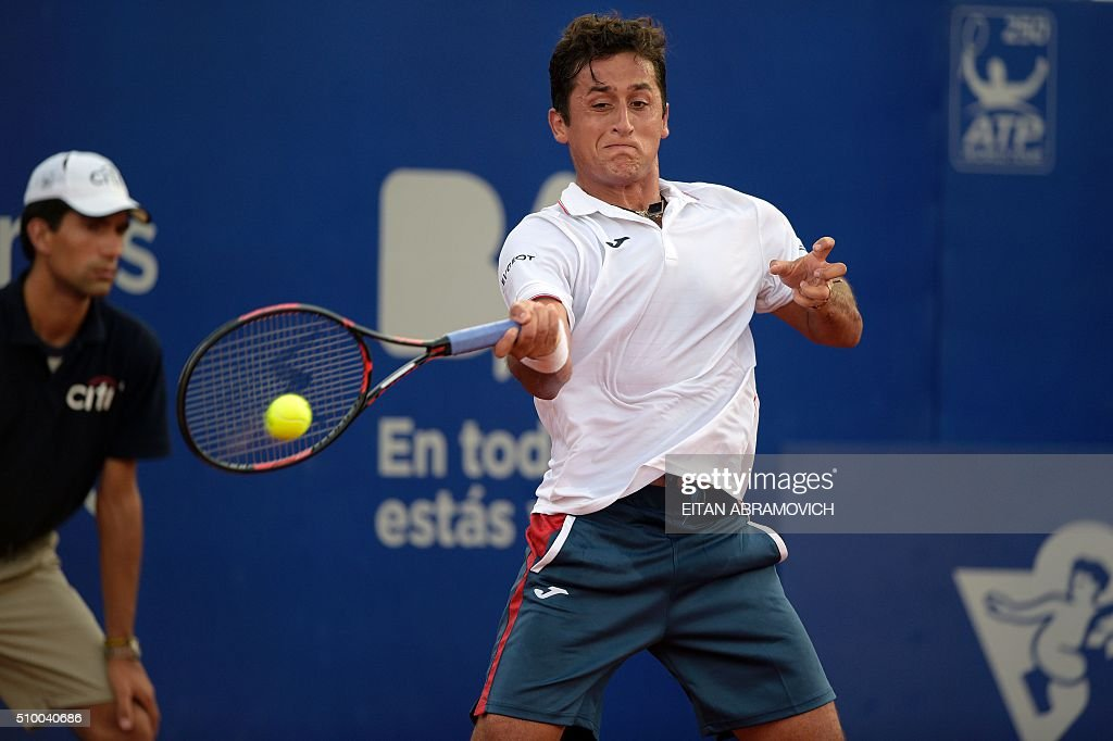 Spain's Nicolas Almagro returns the ball to Spain's David Ferrer during their semi-final tennis match at the ATP Argentina Open in Buenos Aires, Argentina, on February 13, 2016. AFP PHOTO/EITAN ABRAMOVICH / AFP / EITAN ABRAMOVICH